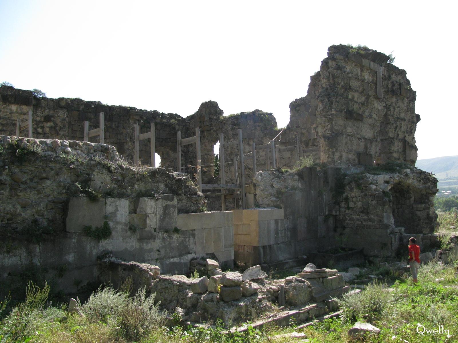 სამხრეთი ფასადი, awyuris gmrtismshoblis saxelobis eklesia, blogi, giorgi maisuradzis blogi, qwelly, awyuri, gmrtismshobeli, xati, eklesia, awyuris cixe, castle, virgin icon, church, temple, აწყურის ღმრთისმშობლის სახელობის ტაძარი, ნანგრევები, აწყური, ციხე, აწყურის ციხე, აწყურის ღმრთისმშობელი, ღმრთისმშობლის ხატი, ციხესიმაგრე, ტაძარი, ტაძრის ნანგრევები, გიორგი მაისურაძის ბლოგი, ქველი