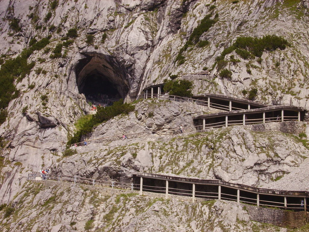 Alexander von Mork, Anton Posselt, Eisriesenwelt, Alps, Austria, cave, expedition, explore, giant, hochkogel, ice, mountain, national, Qwelly, salzburg, scientist, tourist, world, ადგილობრივი, ავსტრია, ალექსანდრ ფონ მორკი, ანტონ პოსელტი, გამოქვაბული, ზალცბურგი, ზალცბურგის ჯურღმულები, კირქვა, მკვლევარი, მღვიმე, საბაგირო, სპელეოლოგისტი, ტურისტი, ყინულის გიგანტების სამყარო