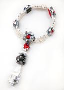 oye-LaReine-necklace2W