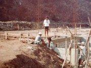 18 The building of Talatala's house. Buakonikai 1980s