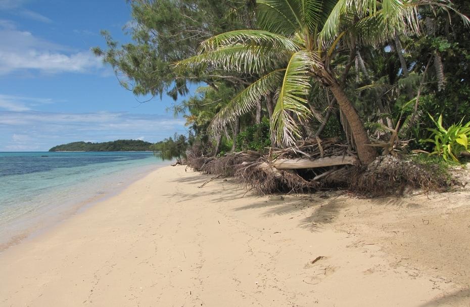 IMG_7206 Climate change sea erosion effect @ Taveva Is Yasawa