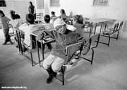 Una maestra del Sáhara en una escuela de refugiados
