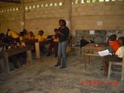 Un parent félicite les enfants pour l'initiative reussie au GSBP. Douala