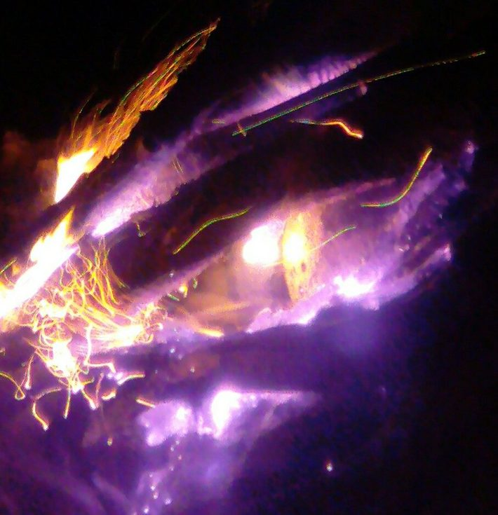 Желтое лицо в огне