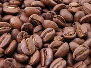 Granos de café tostados.