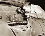 Washington_DC_auto_mechanic,_1942