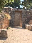 entrance to grave circle2