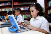 ESTUDIANTES USANDO LAS TICS