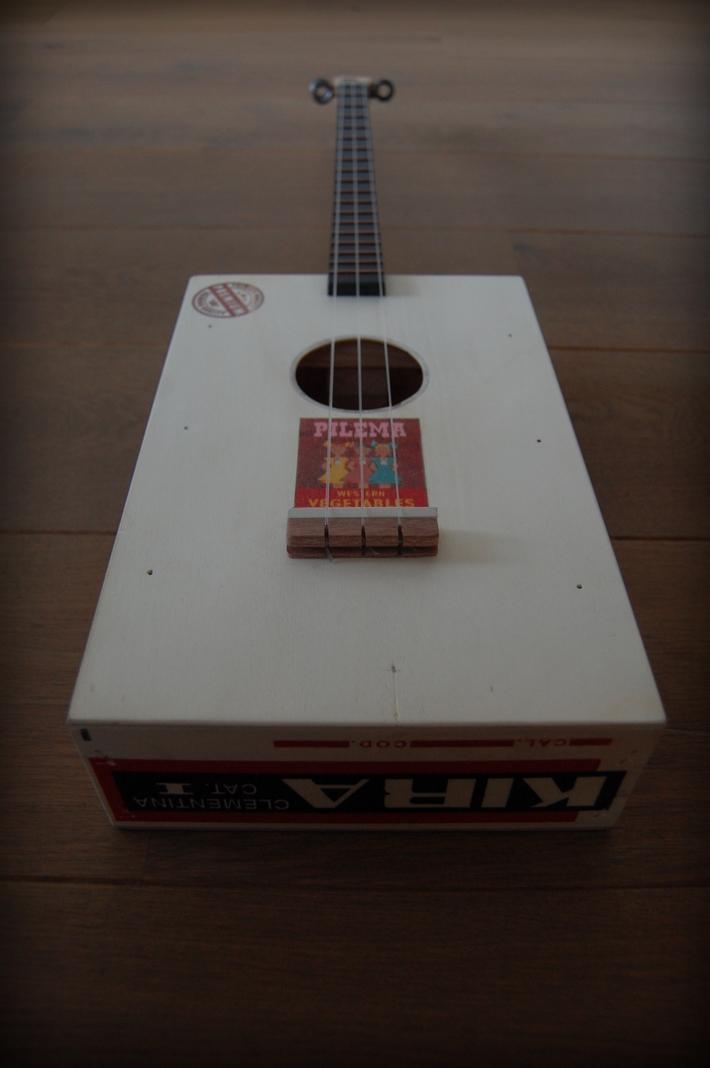 Kira fruit crate guitar