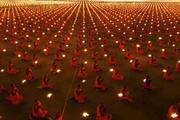 100.000 Monks Gather And Meditate/Pray For A Better World