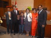 Mr. Prajith, con Elizabeth Gamero y algunos de sus lideres.