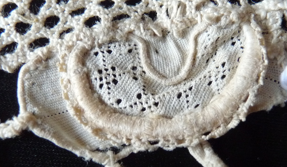 Gros point 1690 detail