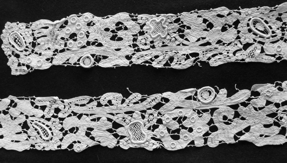 Tape lace with needle lace fillings
