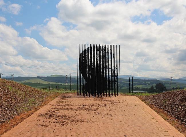 Mandela Sculpture by Marco Cianfanelli 6