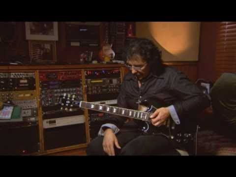 Tony Iommi playing war pigs and paranoid solo