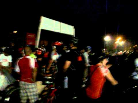 """Cyclists Assembly for """"28Kms Amateur Ride"""" of """"Mumbai Cyclothon-2011""""."""