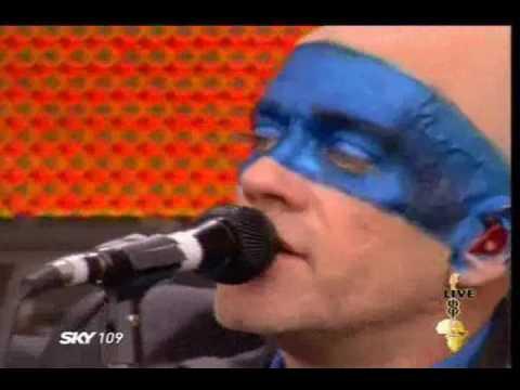 R.E.M - Everybody Hurts (Live)