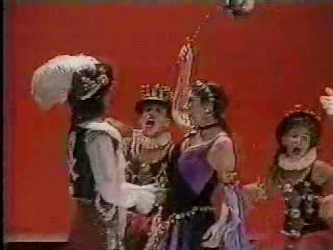 Marília Pera canta marchinhas de carnaval