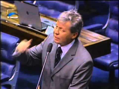 Em 2005 Arthur Vírgilio ameaçou dar uma surra no Lula