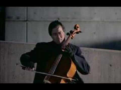 Yo-Yo Ma plays the prelude from Bach´s Cello Suite No. 1