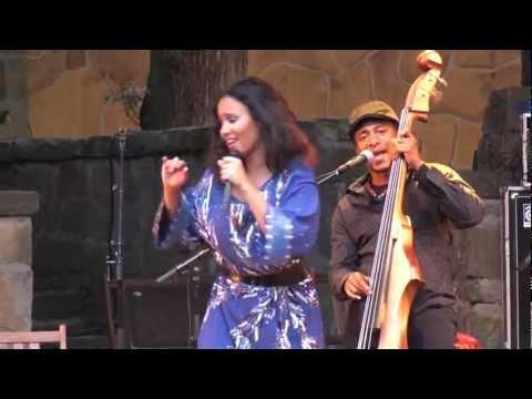 Mayra Andrade - Lapidu na bo - Live in Holland (11/12)