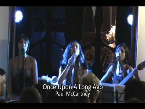 "Amaranto, Renato Savassi e Marcelo Cioglia cantam ""Once Upon A Long Ago"""