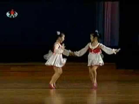 Não me persigam, borboletas! - Danças infantis norte-coreanas.
