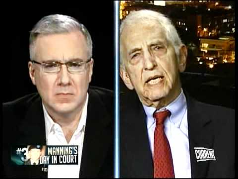 Activist Daniel Ellsberg weighs in on the importance of WikiLeaks suspect Bradley Manning's case - Countdown with Keith Olbermann