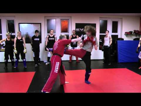 Roundhouse kick - defensive catch and counter