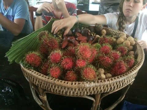 Thai Lady Knows How to Cater to Fruitarians