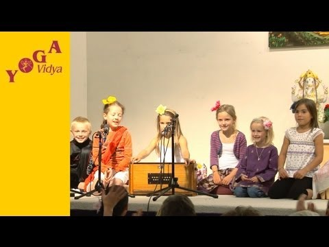 Mantrasingen: Gopala mit Kindern vom Kinderyogaseminar