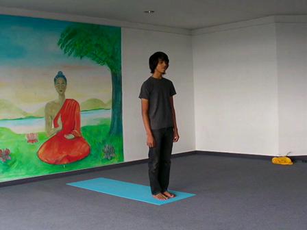 Yoga-Vorführung mit dem 17-jährigen Krishna
