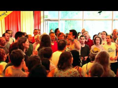 Interaktive Bhajan und Body Performance mit Pascal Dreckmann
