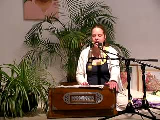 Krishna Keshava - Mantra-Singen mit Chitra