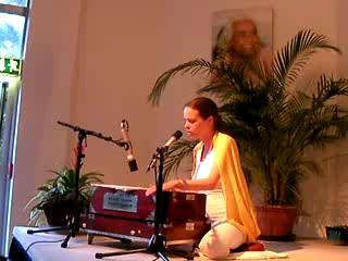 Mantra-Singen: Om Shakti Om mit Chitra