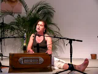 Om Purnamidah Purnamidam - Mantra-Singen mit Kavita