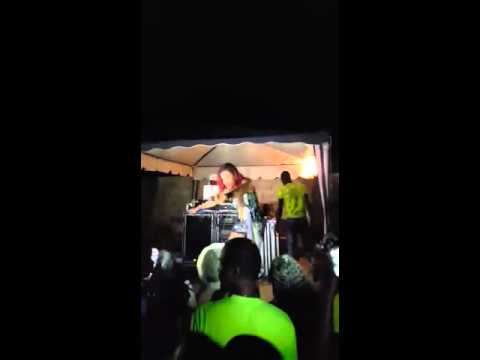 D'Angel performs a high energy set in Balaclava Xmas night 2015