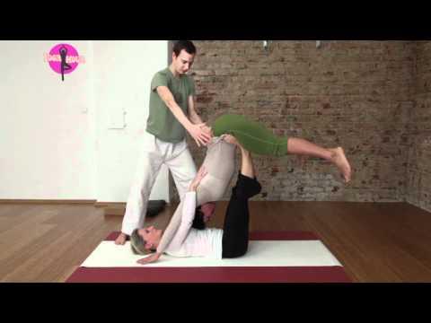 Acro Yoga & Thai Yoga Massage für Einsteiger - YOGAMOUR 31