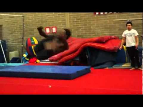 Acrobat Pulls Off Near-Superhuman Amazing Flips!