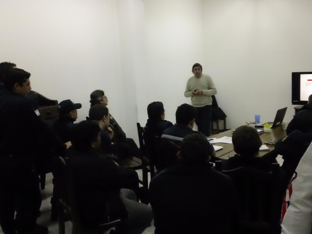 El Instructor Carlos A. Leston Asesor del Sitio La Hermandad de Bomberos llevo adelante capacitación en el Cuerpo de Bomberos V. de Ezeiza