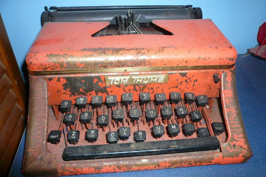 tom thumb toy type writer