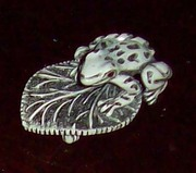 Frog on leaf brooch pin