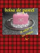 pastel en forma de bolsa con fondant de bombones
