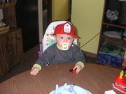 Tomy con casco