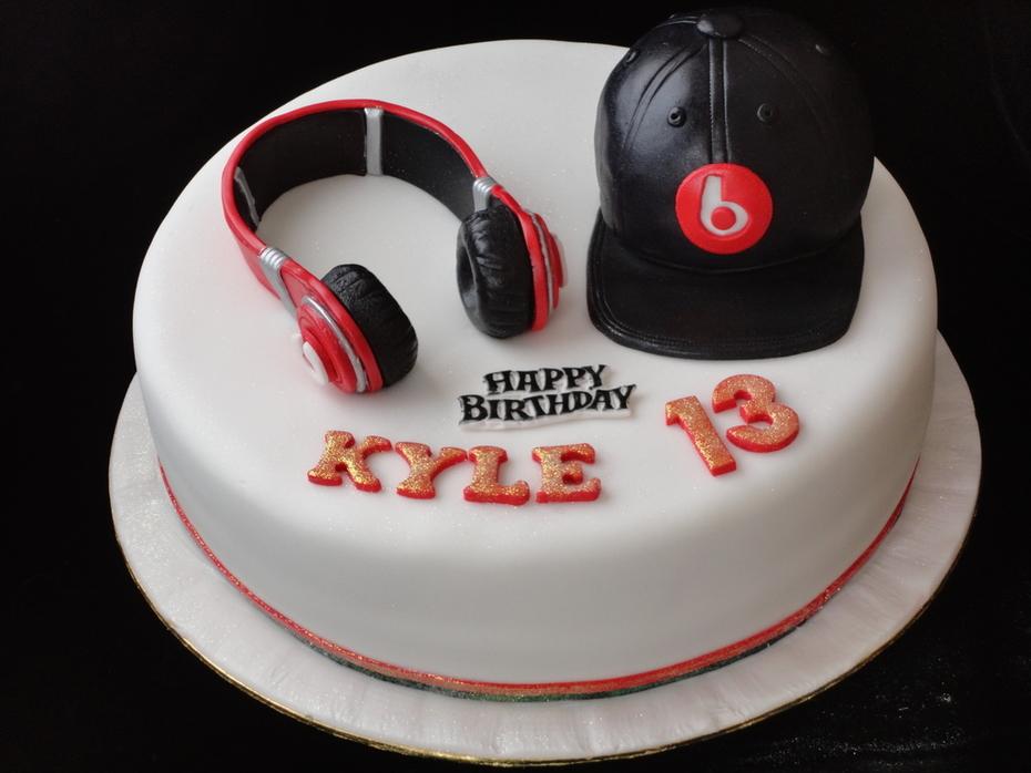 Dr Dre headphone & cap cake