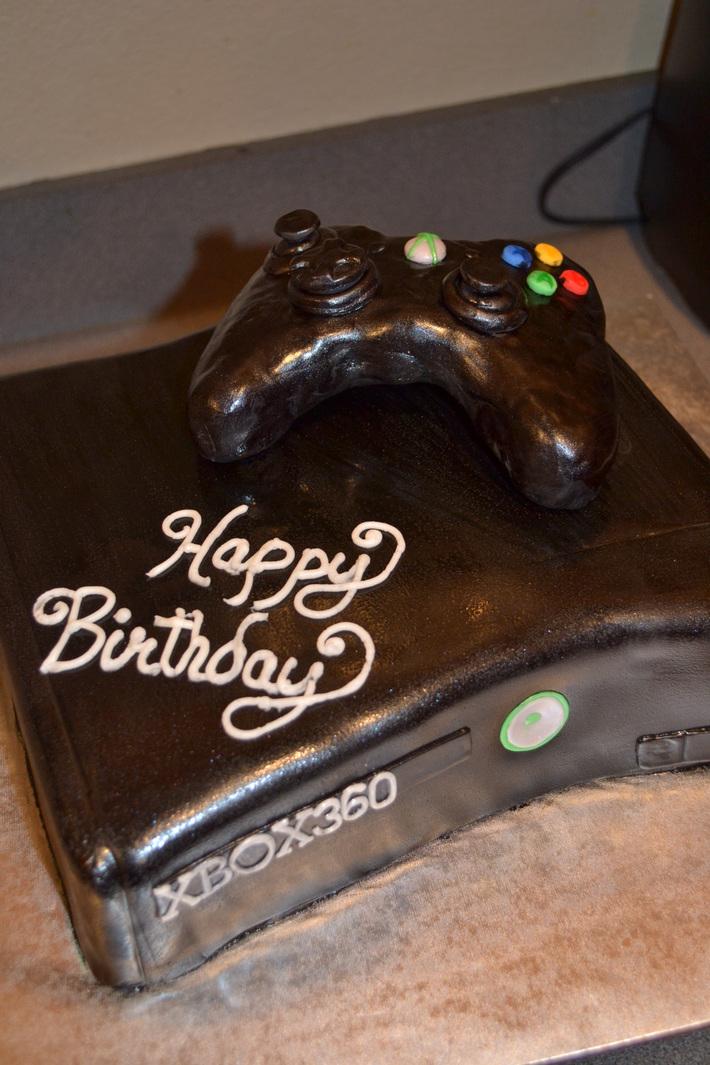 XBOX 360 with Rice Crispy Treat Controller - Cake ...