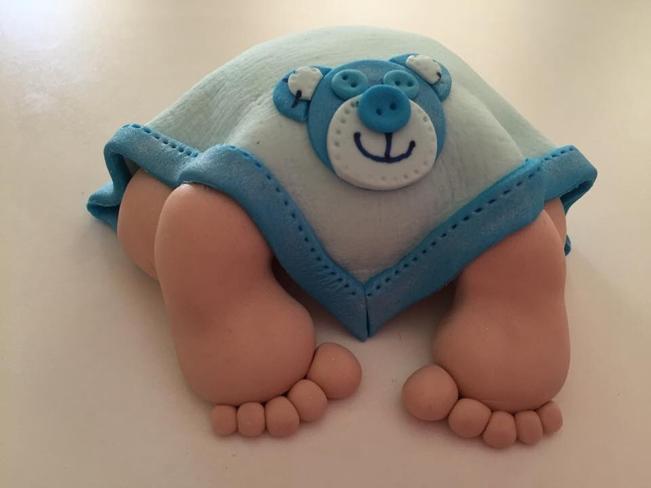 Baby bum cake topper