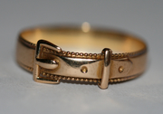 18ct Buckle Ring