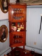 oak corner display