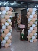 decoracion 2 columnas de globos con flores